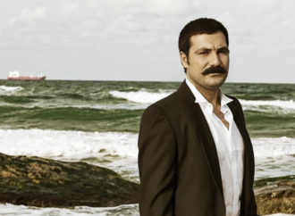 زراعة الشوارب في تركيا : شوارب تركية على وجوه عربية